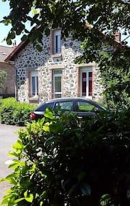 Meublé tout confort - Arpajon-sur-Cère - Townhouse