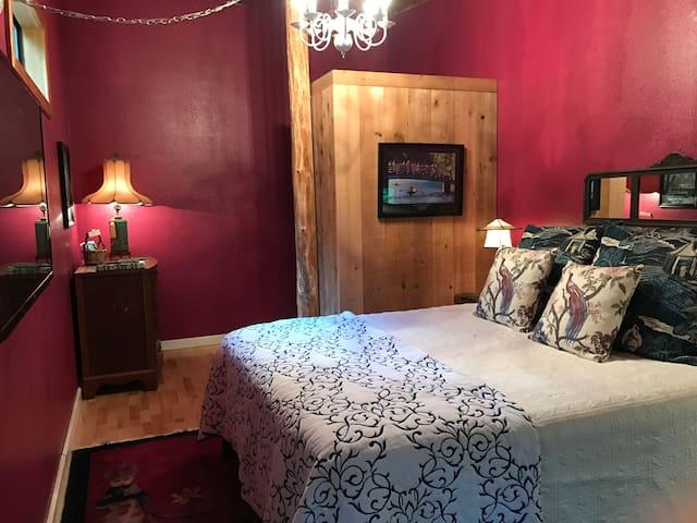Guest Room w/ Private Bath & Deck