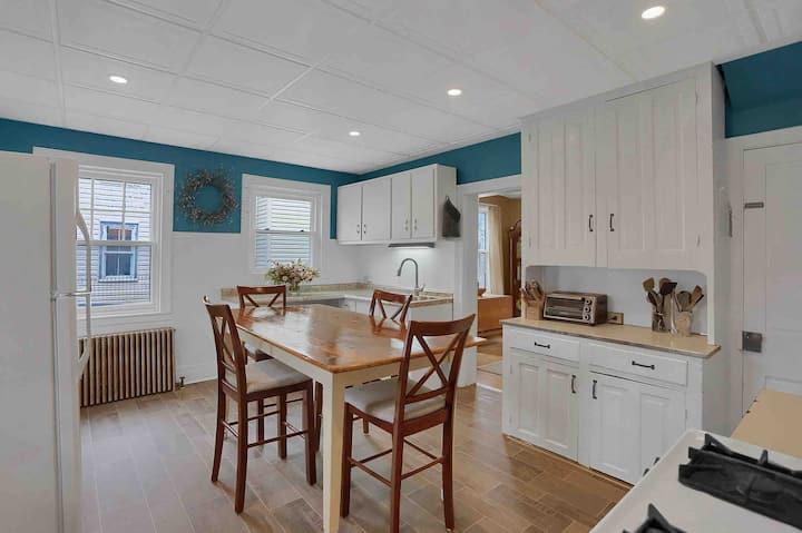 The Pomfret House: quaint & cozy home