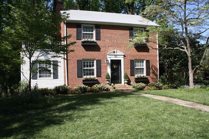 Charming colonial w/ great backyard - Falls Church - Talo
