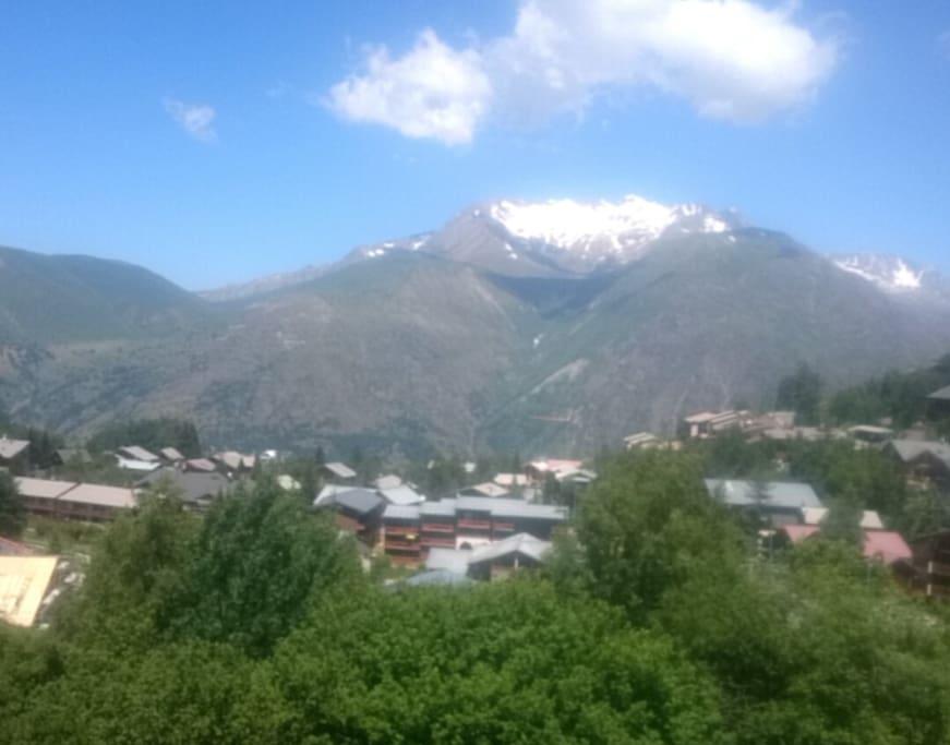 La vue du studio sur les montagnes