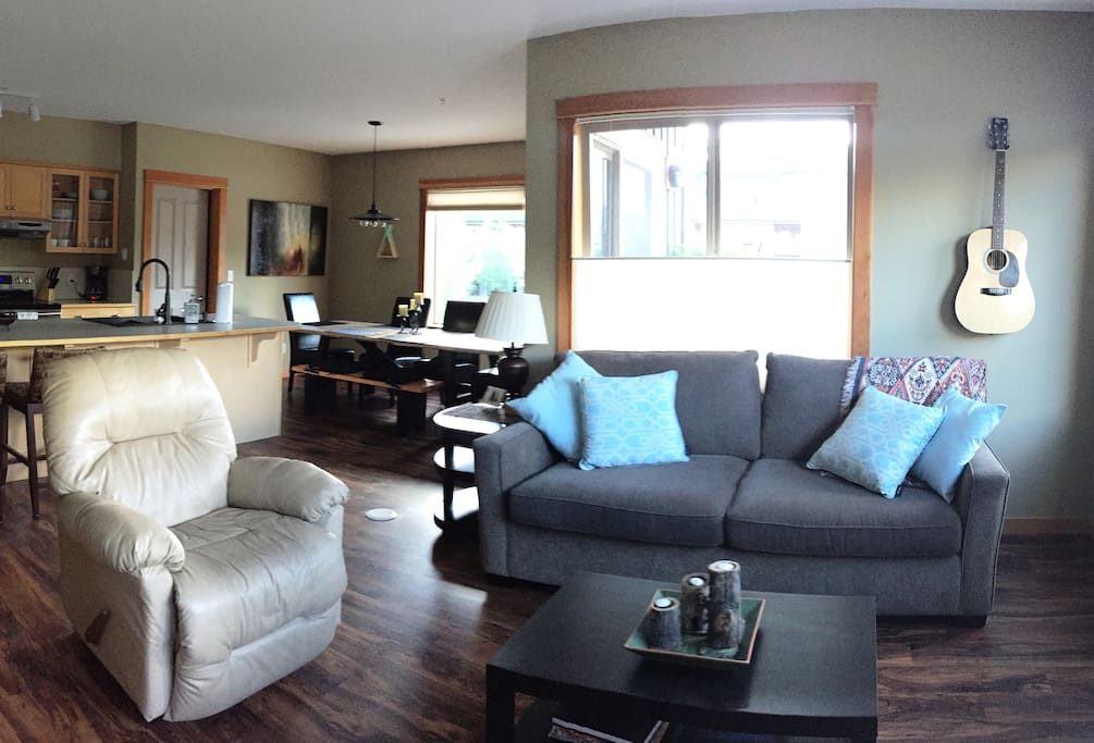 Stay and Play has a whole new meaning at Condo 206. enjoy a spacious living room with pull out sofa, flat screen TV, endless mountain views and complementary acoustic guitar.