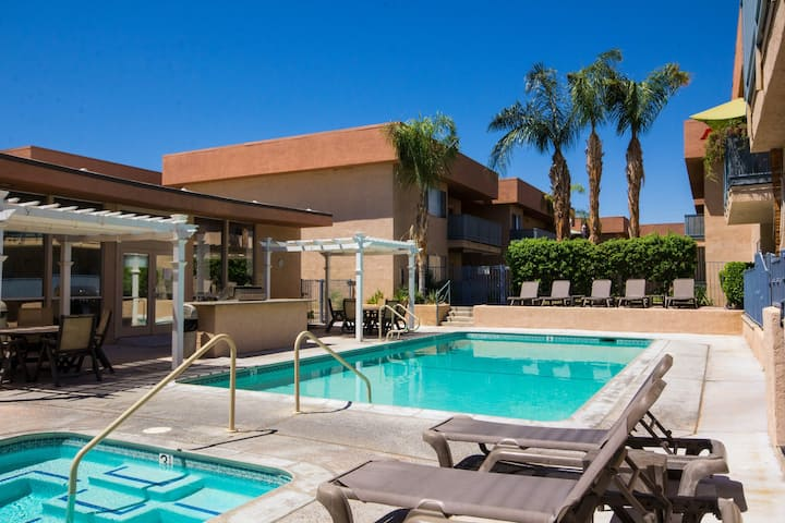 Dog-friendly condo w/ balcony & shared pools/hot tubs - close to downtown!