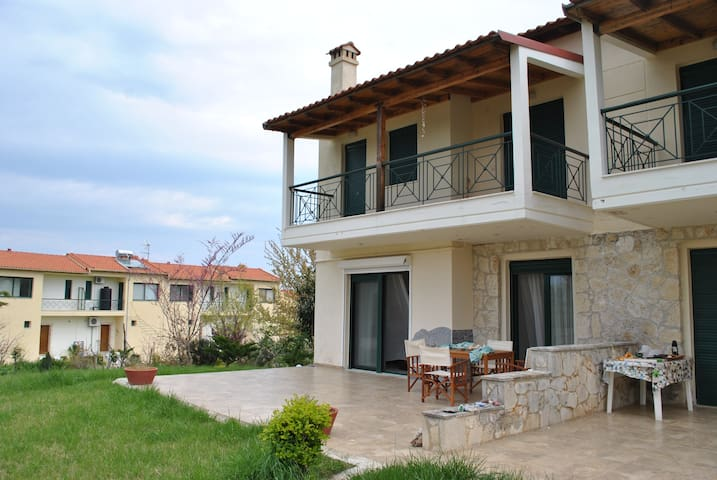 Our Lovely Villa at the Sea with Terrace! - Πολύχρονο - Talo