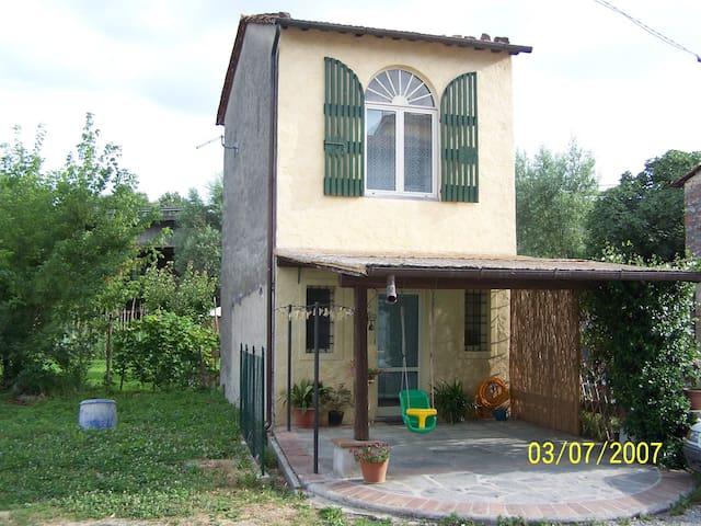 LUCCA, casa a 3 km dal centro - Lucca