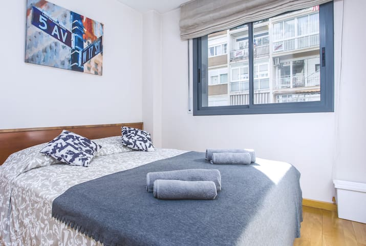 Room for 2 people with PRIVATE BATHROOM center BCN