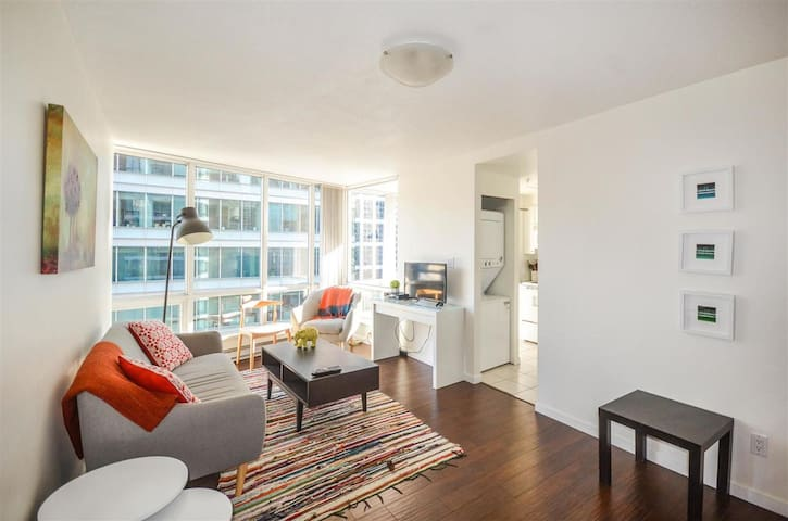 Stylish Apartment in the Heart of Coal Harbour