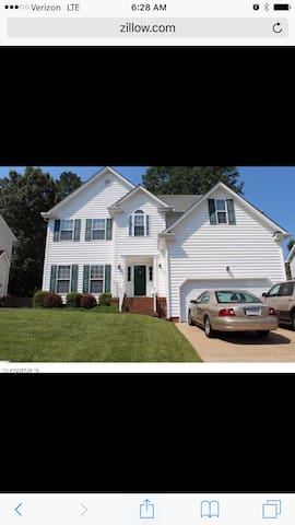 Beautiful & renovated large home - Glen Allen - Ev