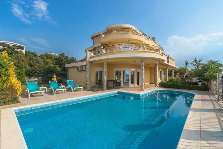 Exellent  5 bedroom villa with pool in Bar area