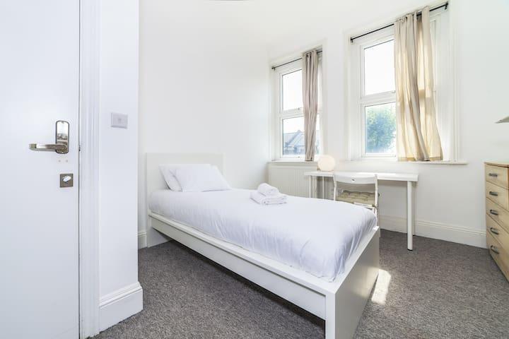 Cosy bedroom in Okehampton Road  by Allô Housing