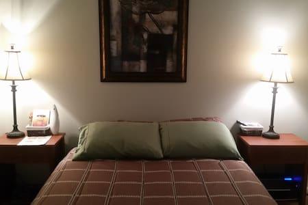 Private Room w/Full Bath On-suite - Вудбридж - Таунхаус