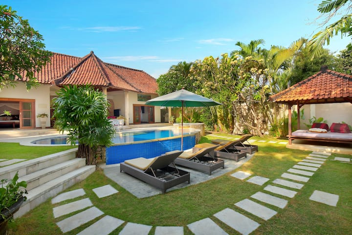Spacious 3BEDS/3BATH Villa perfect for group