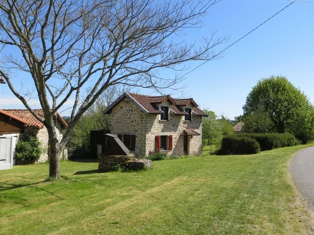 Newly refurbished 2 bedroom cottage - Maisonnais-sur-Tardoire - House