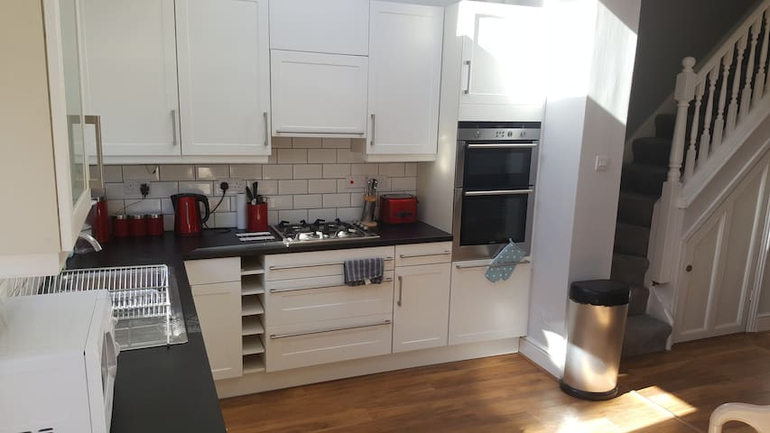 Modern 4 double bedroom home in Preston