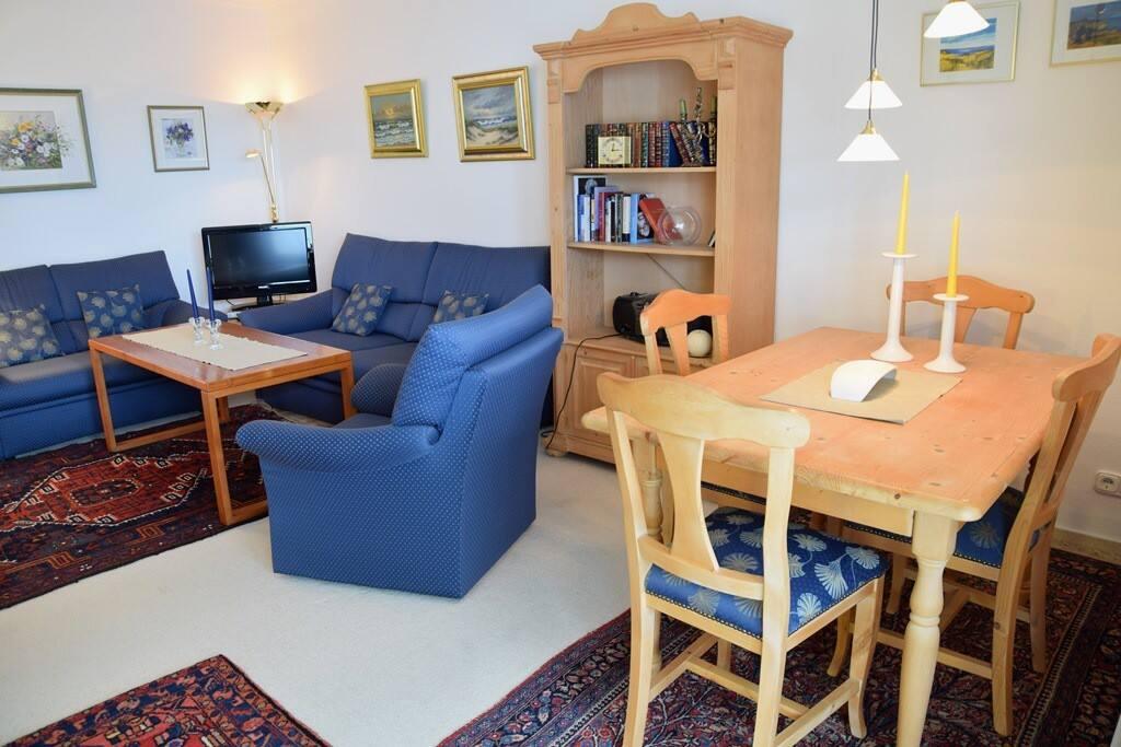 Großer Tisch im Wohn-, Essbereich