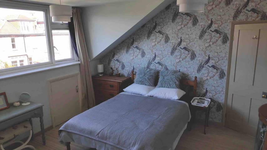 Spacious attic room -Victorian house.Free parking.