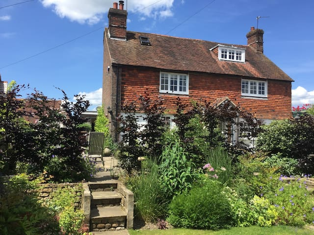 Historical and secluded cottage in Midhurst