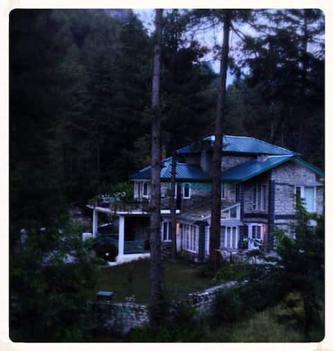 A cozy 1 bhk aptmt in a cottage next to the river