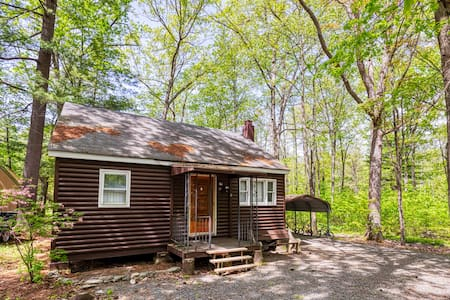 Quaint Rustic Cabin - Close to Lake Wallenpaupack!