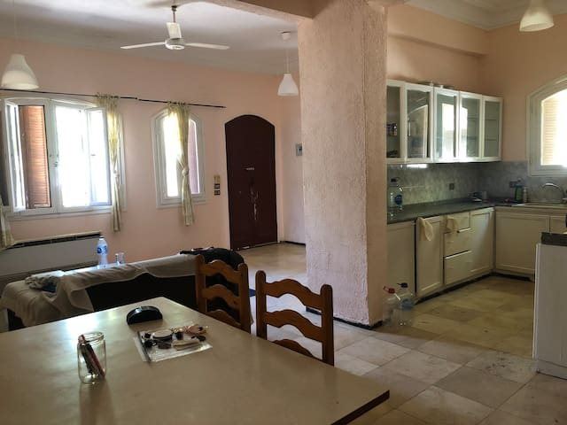Large & comfortable flat few steps  from the beach