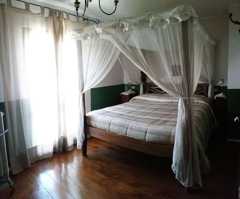 Camera Matrimoniale con balcone vista lago