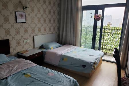 东站银泰城旁双床一室一厅一卫一阳台景观公寓房整租