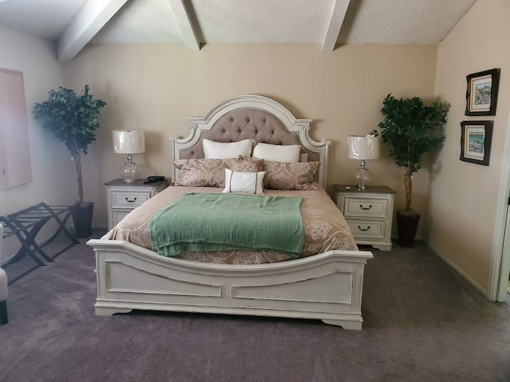 Serenity in the Hills - Spacious  master suite