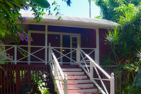 Hilo Kealoha: Classic, Artsy 2BR in Old Hilo Town - Hilo