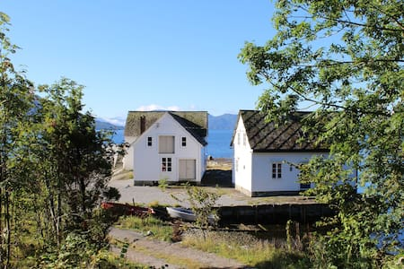 Idyllic cabin by the Hardangerfjord - Kvam