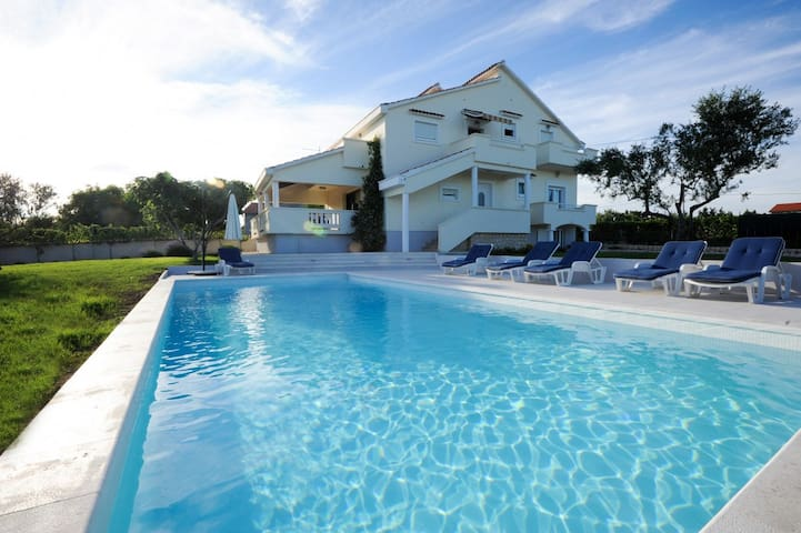 Lovely Villa Matea 6+1, in Dalmatia, with a Pool