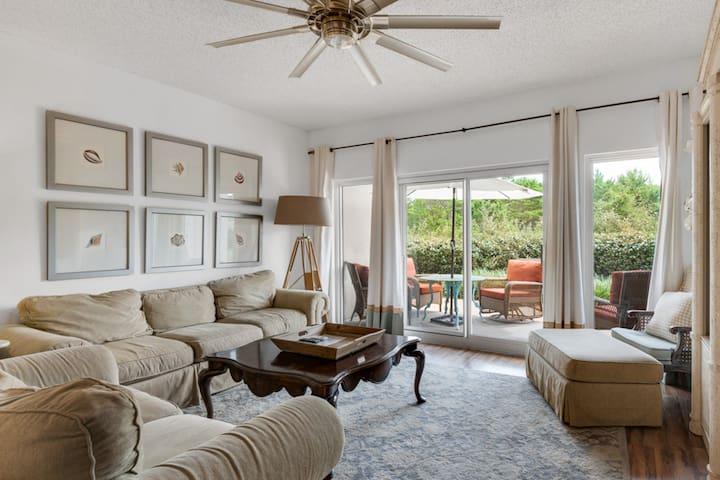Beachfront villa features private patio & community pool/ hot tub, & free WiFi