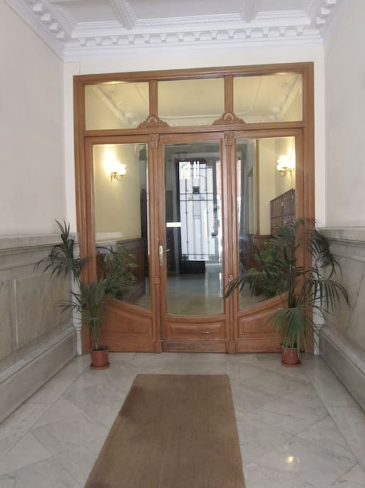 Portal I Entrance Door with doorman 12/7