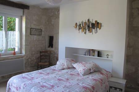 """""""Au gré de la Loire"""", chambre """"La Loire"""" - Bréhémont"""