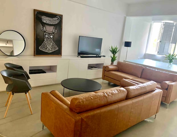 Afro chic 1 bed apartment in trendy Rosebank, JHB