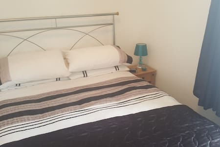 Double bed near Loch Lomond - Alexandria