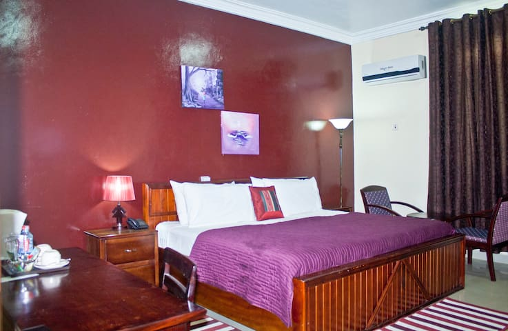 Modern Stylish Room in North Accra, Pool and Gym