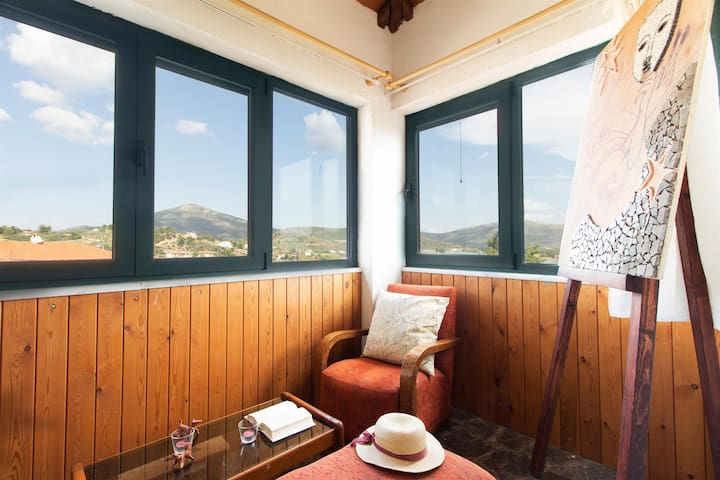 Three Bedroom Apartment  | Mavilia Guesthouse