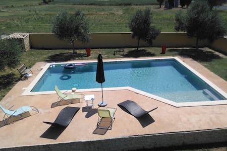 Loue Studio dans une villa avec piscine terrasse