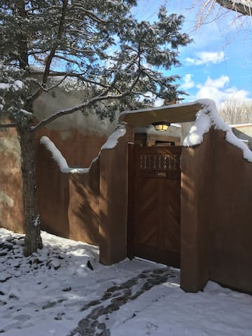 Taos Gem in Historic District-Relaxing Condo 4 PPL - Taos