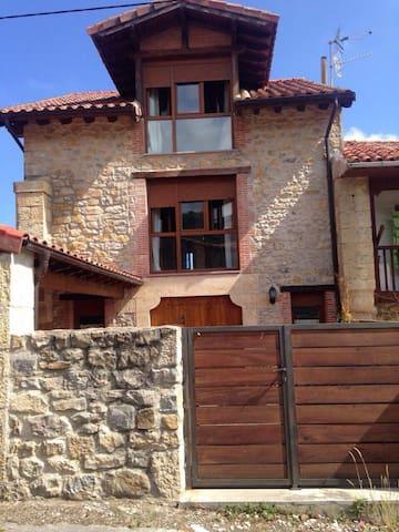Casa de piedra reformada - Portillo - House