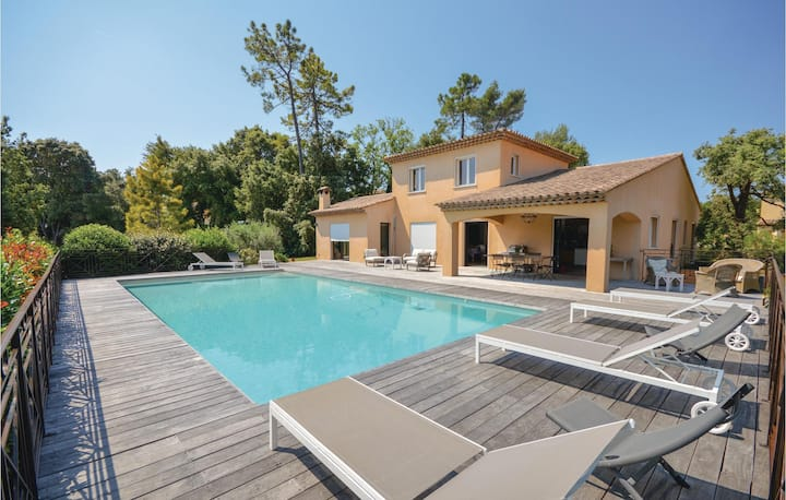 Nice home in Montauroux with WiFi, Outdoor swimming pool and 4 Bedrooms
