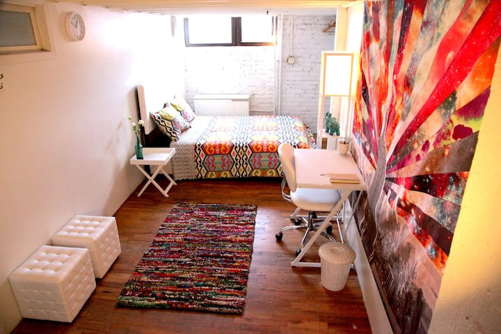 Cozy Private Room in Williamsburg/Greenpoint Loft