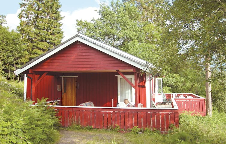 Holiday cottage with 3 bedrooms on 72m² in Sandvoll
