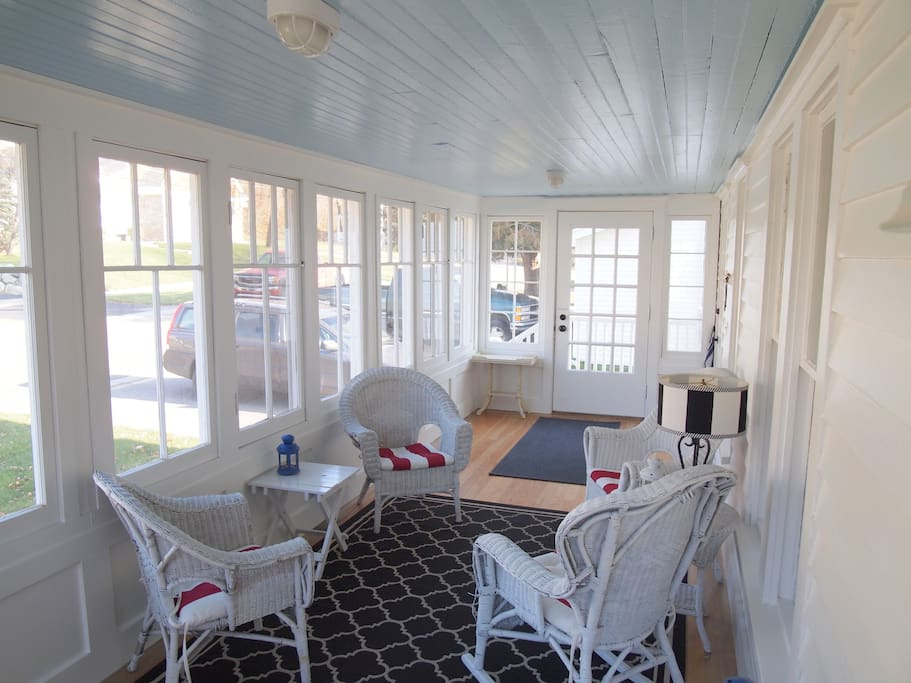 Enclosed & heated front porch