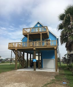 Surfside getaway, brand new, bright and sunny!