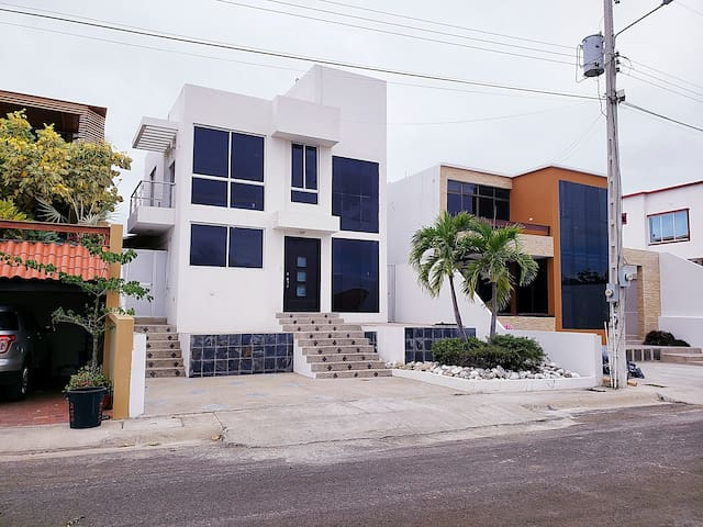 Habitación privada en Manta Beach !! ROOM