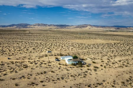 The OMstead - Rural Joshua Tree Retreat