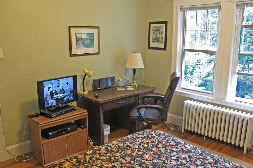 Your private room includes comfortable workspace, with desk, office chair, fast WiFi, cable TV and a nice backyard to look out upon.