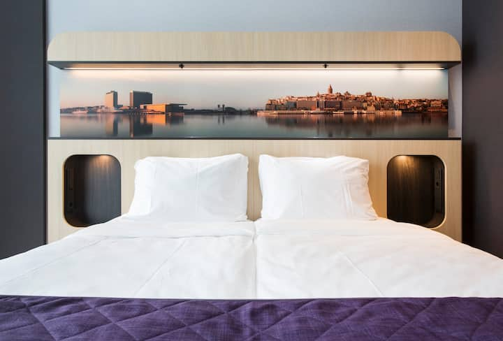 Luxurious Twin Room near Amsterdam Center