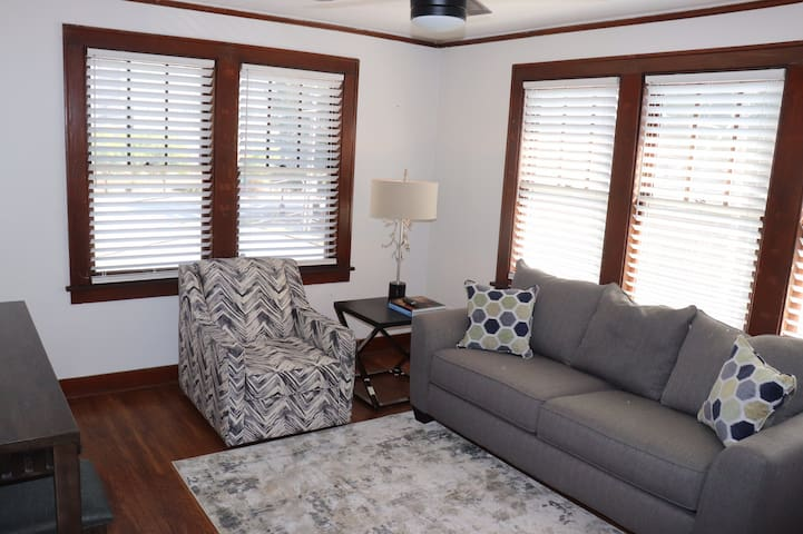 Walkable Downtown Apartment with King Bed